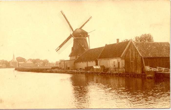 Na het laatste waypoint loop je door de molenbuurt, bijvoorbeeld wordt hier verwezen naar de molen de Bakker