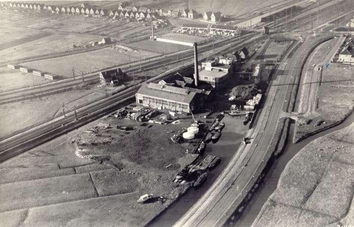 Bij het tweede waypoint kun je het spoor over kijken, daar stond vroeger een suikerfabriek