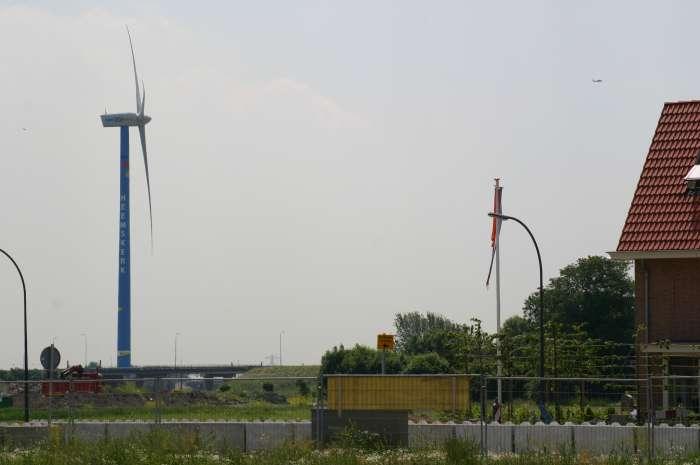 De windturbine van Heemskerk heeft aardig wat discussie opgeleverd toen Waldijk in aanbouw was